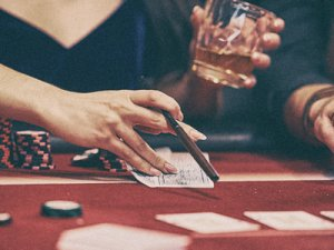 unhealthy_casino_habits_too_much_tobacco_and_alcohol3